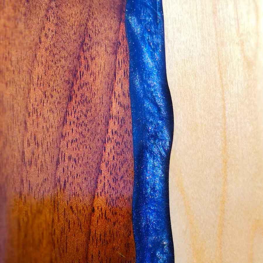 Tisch mit Kunstharz oder Epoxidharz als Resin-Tisch
